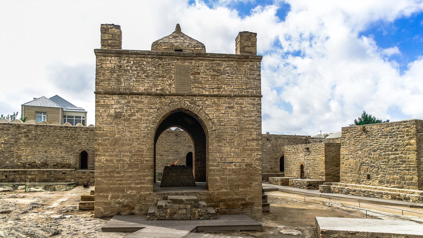Ainda falando sobre a Ásia Central e o Cáucaso, hoje nosso destino é Baku, capital do Azerbaijão. Uma cidade cosmopolita, considerada uma das mais bonitas do mundo. O Azerbaijão é o único país do Cáucaso que tem uma capital à beira mar.