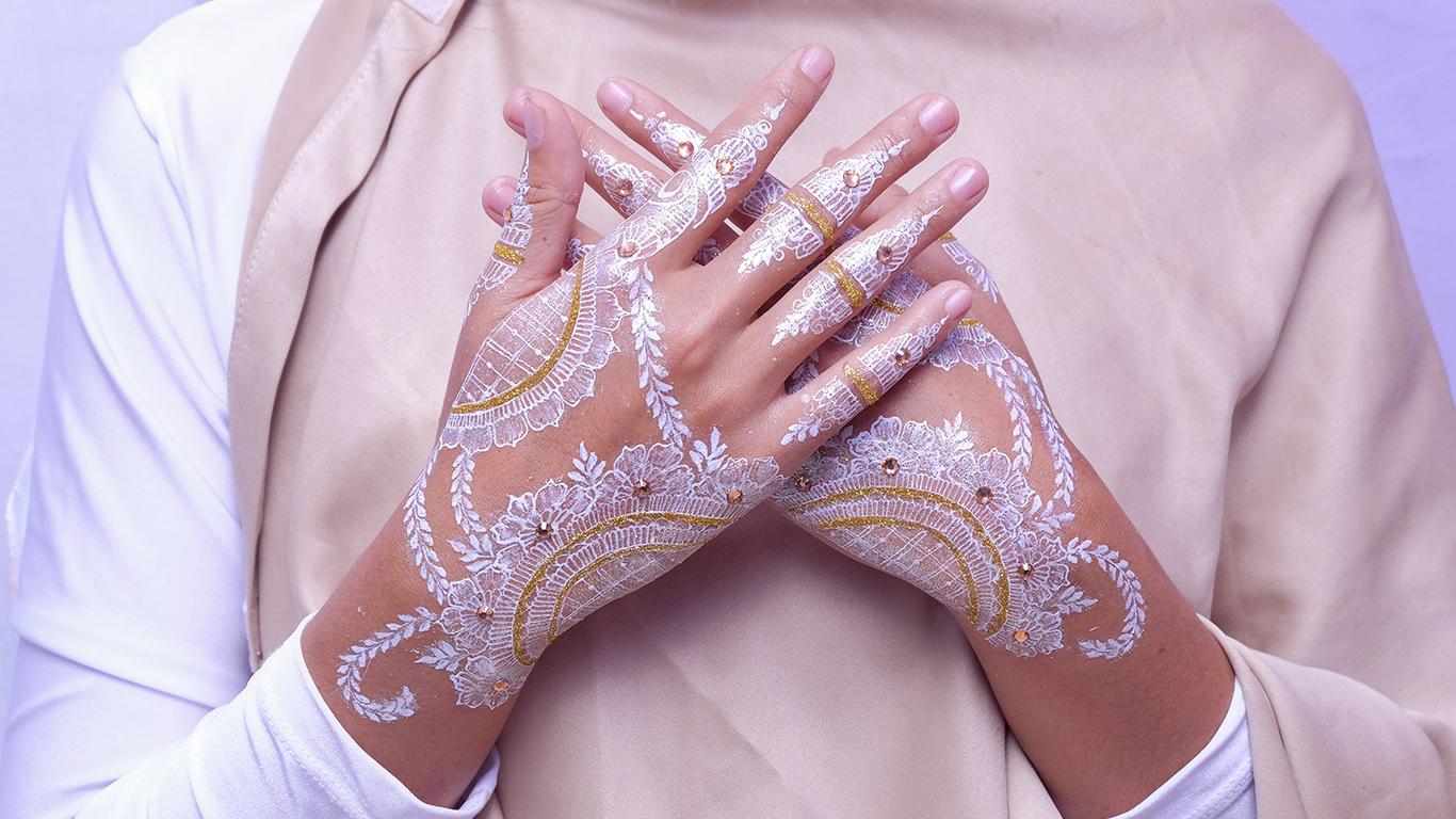 Mehndi ou tatuagem de henna: enfeite para o corpo e a busca por boa sorte