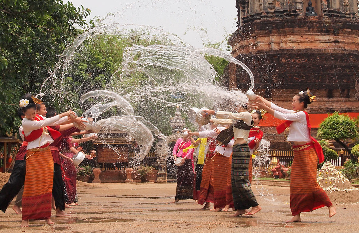 Abril: É Ano Novo na Tailândia