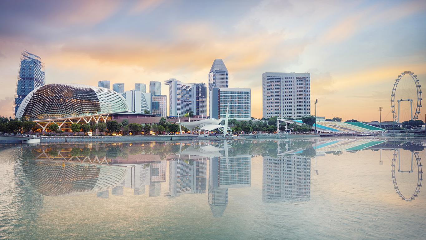 Responda rápido: atualmente, qual é a cidade que ocupa a posição de mais visitada do mundo? Errou quem disse Nova York, Paris ou Tóquio. Apesar de estas três figurarem entre as 10 mais visitadas do mundo, a primeira colocação, pelo nono ano consecutivo, ficou com Hong Kong.